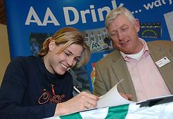 17-02-2007 ATLETIEK: AA DRINK TALENTTEAM: GENT<br /> Ondertekening sponsorcontract tussen AA Drink en het Talentteam / Jolanda Keizer en Cees Pille <br /> ©2007-WWW.FOTOHOOGENDOORN.NL