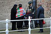 De koninklijke familie en tal van vrienden, bekenden en collega's van prins Friso zijn samengekomen in de Oude Kerk in Delft om de op 12 augustus overleden prins Friso te herdenken. <br /> <br /> The royal family and many friends, acquaintances and colleagues of Prince Friso are in the Old Church in Delft to commemorate the Prince who past away on August 12 2013.<br /> <br /> Op de foto / On the photo:  Nomalizo Leah Shenxane en aartsbisschop Desmond Tutu