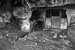 Novaglie (Alessano) - Grotta utilizzata dei pescatori.