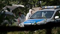29.07.2014 wies Kituryki woj podlaskie N/z sluzby weterynaryjne przeprowadzaja usypianie i utylizacje swin w obszarze zagrozonym Afrykanskim Pomorem Swin fot Michal Kosc / AGENCJA WSCHOD