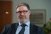 2012, BERLIN/GERMANY:<br /> Lars-Hendrik Roeller, Oekonom, Leiter der Abteilung 4  Wirtschafts- und Finanzpolitik im Bundeskanzleramt, waehrend einem Gespraech, Bundeskanzleramt<br /> IMAGE: 20120322-01-017<br /> KEYWORDS: Lars-Hendrik Röller, Interview