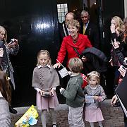NLD/Apeldoorn/20081101 - Opening tentoonstelling SpeelGoed op paleis Het Loo, Prinses Margriet vertrekt met haar kleinkinderen Anna, Lucas en Felicia