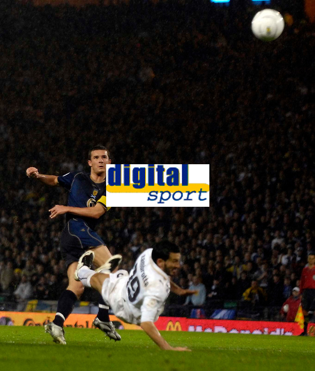 Photo: Jed Wee/Sportsbeat Images.<br /> Scotland v Italy. UEFA European Championships Qualifying. 17/11/2007.<br /> <br /> Scotland's Barry Ferguson (L) skies a shot past Italy's Gianluca Zambrotta wasting a good chance.