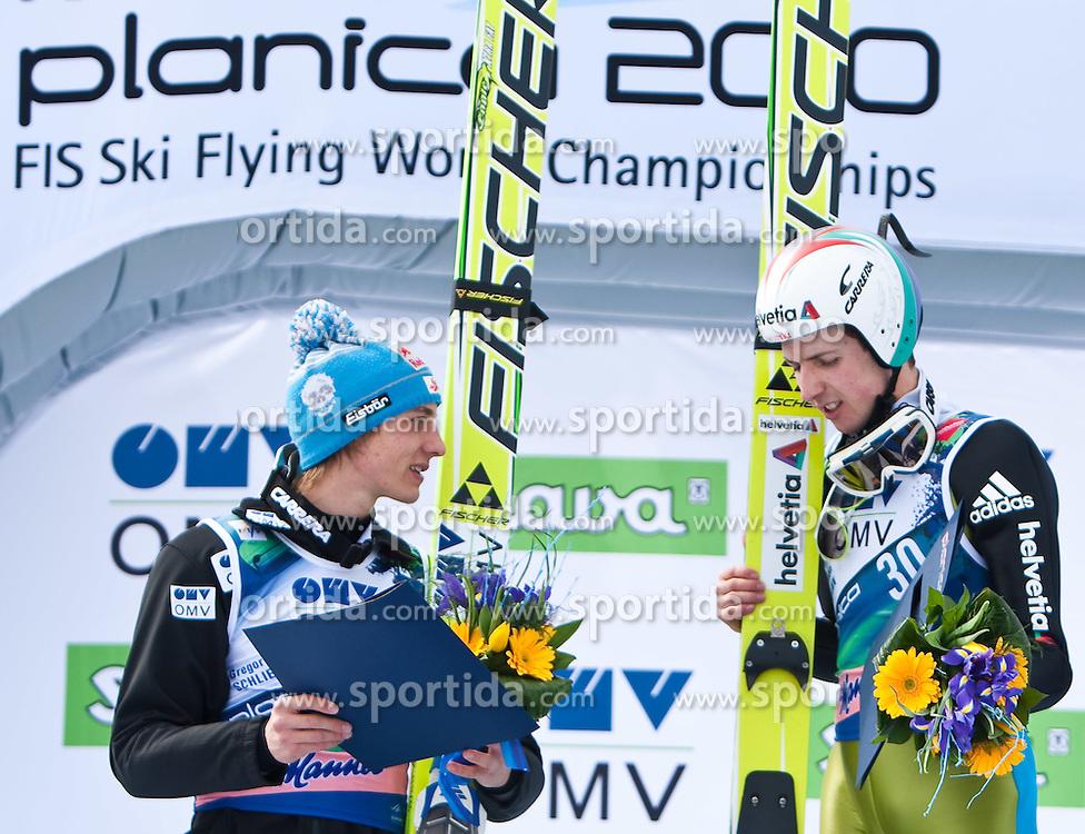 20.03.2010, Planica, Kranjska Gora, SLO, FIS SKI Flying World Championships 2010, Flying Hill Individual 3rd Round, im Bild zweitplazierte Gregor Schlierenzauer, ( AUT, #28 ) gratuliert Simon Ammann, ( SUI, #30 ), Weltmeister Ski Flug 2010, EXPA Pictures © 2010, PhotoCredit: EXPA/ J. Groder / SPORTIDA PHOTO AGENCY