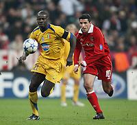 Fotball<br /> UEFA Champions League<br /> 18.10.2005<br /> Bayern München v Juventus 2-1<br /> Foto: imago/Digitalsport<br /> NORWAY ONLY<br /> <br /> Lilian Thuram (Juventus, li.) gegen Roy Makaay (Bayern)