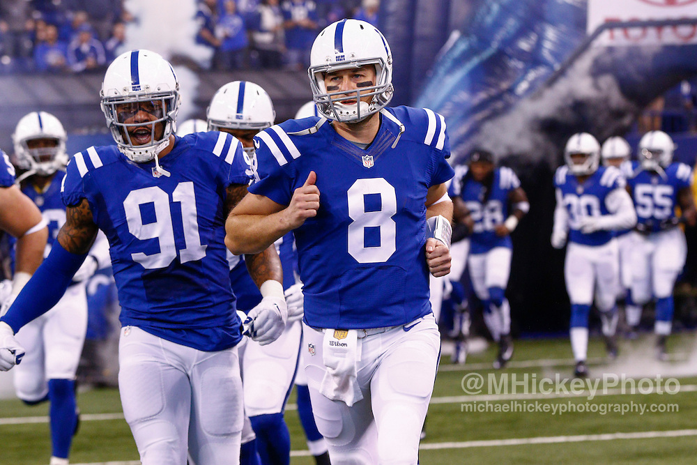 INDIANAPOLIS, IN - NOVEMBER 29 : Matt Hasselbeck #8 of the Indianapolis Colts runs on the field before the game against the Tampa Bay Buccaneers at Lucas Oil Stadium on November 29, 2015 in Indianapolis, Indiana. Indianapolis defeated Tampa Bay 25-12. (Photo by Michael Hickey/Getty Images) *** Local Caption *** Matt Hasselbeck