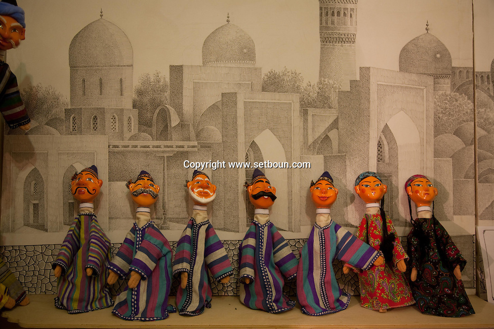 Iskander Khakimov puppet maker  Boukhara  Ouzbekistan  .///.Iskander Khakimov artisan marrionetiste et createur  Boukara  Ouzbekistan .///.OUZB56252