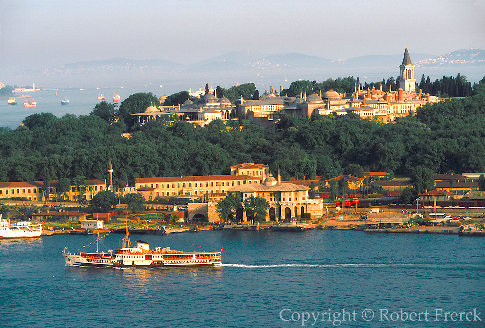 TURKEY, ISTANBUL, SKYLINE view across ferryboats on the Golden Horn toward Old Istanbul and the Topkapi Palace