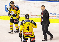 21.03.2017, Eiswelle, Bozen, ITA, EBEL, HCB Suedtirol Alperia vs UPC Vienna Capitals, Playoff, Halbfinale, 4. Spiel, im Bild v.l. Jamie Fraser (Vienna Capitals), Philippe Lakos (Vienna Capitals), Trainer Serge Aubin (Vienna Capitals) // during the Erste Bank Icehockey League, playoff semifinal 4th match between HCB Suedtirol Alperia and UPC Vienna Capitals at the Eiswelle in Bozen, Italy on 2017/03/21. EXPA Pictures © 2017, PhotoCredit: EXPA/ Johann Groder