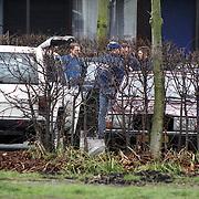 NLD/Mijdrecht/19921204 - Arrestatie bankovervallers na schietpartij motel Vinkeveen met gevolg een dode politieman, overleg leden arrestatieteam