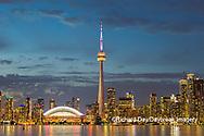60912-00204 City Skyline at dusk Toronto, ON Canada
