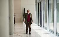 DEU, Deutschland, Germany, Berlin, 05.05.2020: AfD-Fraktionschef Alexander Gauland auf dem Weg zur Fraktionssitzung der Partei Alternative für Deutschland (AfD) im Deutschen Bundestag.