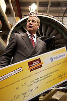 14 JUL 2004, DAHLEWITZ/GERMANY:<br /> Wolfgang Clement, SPD, Bundeswirtschaftsminister, besucht ein Turbinenwerk von Rolls-Royce Deutschland, um im Rahmen seiner Ausbildungstour um fuer zusaetzliche Ausbildungsplaetze zu werben, hier mit einen Ausbildungs-Scheck, auf dem die Anzahl der zusaetzlichen Ausbildungsplaetze festgehalten wird, Ausbildungsoffensive 2004 der Initiative TeamArbeit fuer Deutschland<br /> IMAGE: 20040714-01-046<br /> KEYWORDS: Ausbildungsplätze, Ausbildung, Ausbildungsplatz, Ausbildungsscheck, Turbine