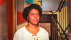 """PORTO ALEGRE, RS, BRASIL, 21-01-2017, 13h21'23"""":  Desiree dos Santos, 32, no Matehackers Hackerspace da Associação Cultural Vila Flores, no bairro Floresta da capital gaúcha. A  Consultora de Desenvolvimento de Software na empresa ThoughtWorks fala sobre as dificuldades enfrentadas por mulheres negras no mercado de trabalho.(Foto: Gustavo Roth / Agência Preview) © 21JAN17 Agência Preview - Banco de Imagens"""