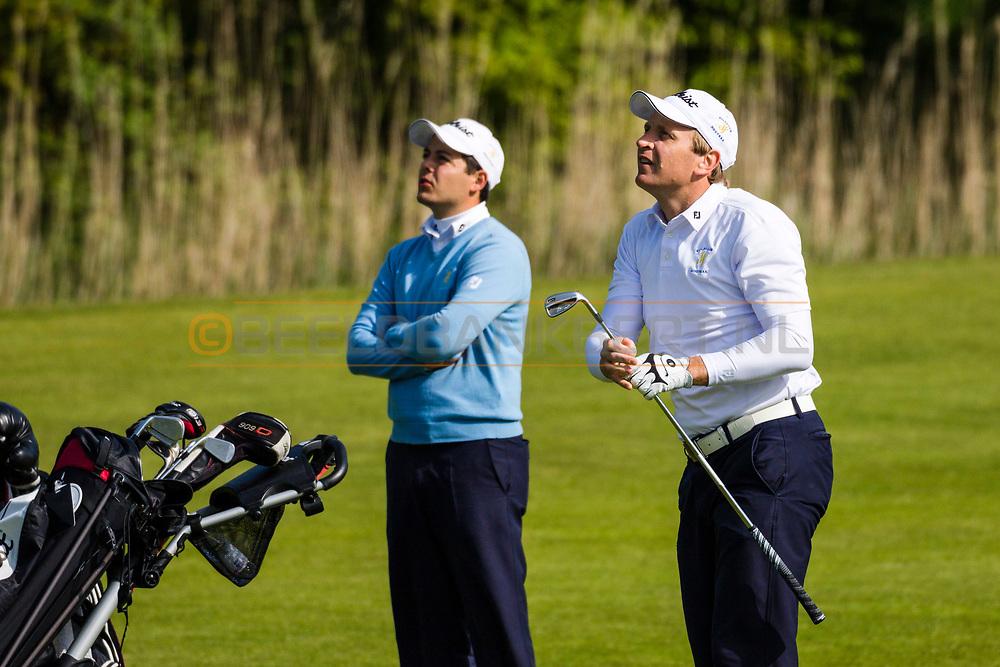 17-05-2015 NGF Competitie 2015, Hoofdklasse Heren - Dames Standaard - Finale, Golfsocieteit De Lage Vuursche, Den Dolder, Nederland. 17 mei. Heren Houtrak: Brian Adams, Philip Bootsma tijdens de foursomes.