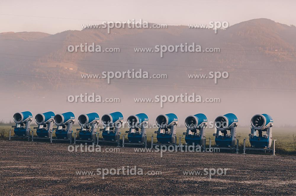 THEMENBILD - Schneekanonen werden auf einem Parkplatz zwischengelagert, aufgenommen am 21. September 2019 in Kaprun, Oesterreich // Snowmaking guns are temporarily stored on a parking lot in Kaprun, Austria on 2019/09/21. EXPA Pictures © 2019, PhotoCredit: EXPA/ JFK