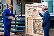 's-Hertogenbosch, 13-07-2021, Brabants Dagblad<br /> <br /> Koning tijdens een werkbezoek aan de redactie van het Brabants Dagblad in 's-Hertogenbosch ter gelegenheid van het 250-jarig bestaan van de krant.<br /> FOTO: Brunopress/Patrick van Emst<br /> <br /> op de foto:  Hoofdredacteur Brabants Dagblad Lucas van Houtert ontmoet Koning Willem Alexander<br /> <br /> Koning during a working visit to the editors of the Brabants Dagblad in 's-Hertogenbosch on the occasion of the 250th anniversary of the newspaper. Hoofdredacteur Brabants Dagblad Lucas van Houtert