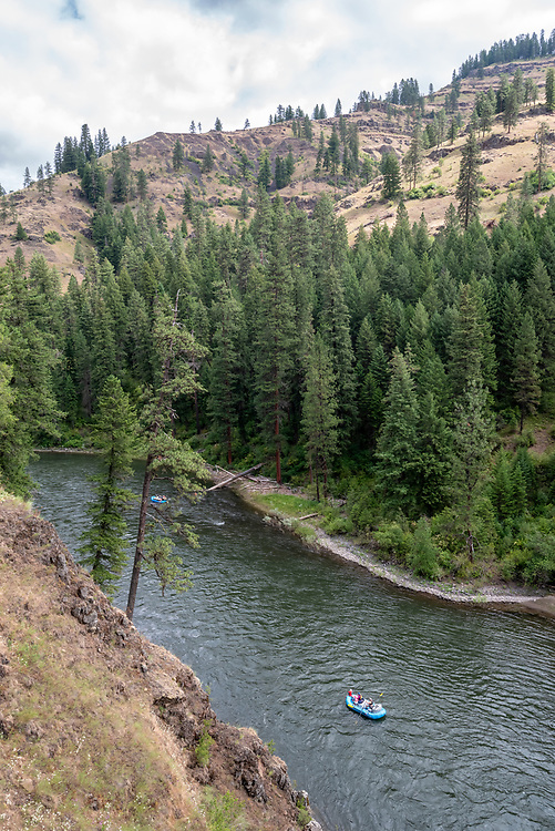 Families rafting on the Grande Ronde River, Oregon.