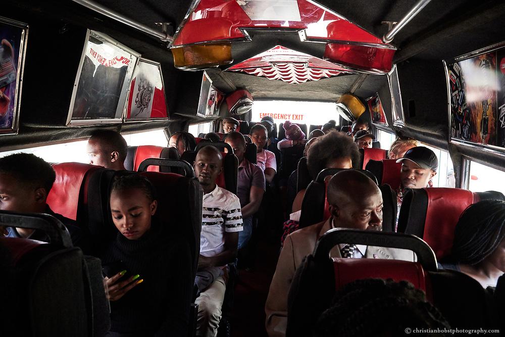 Die Passgaiere der meisten Matatus sind bunt gemischt, so auch im Mixtape Matatu – das Mixtape-Matatu ist legendär, es fährt zwischen Rongai und der Nairobi Railway Station hin- und her und ist bekannt für die eigens für diesen Bus angegefertigten Music-Mixes, deren Videos auf Bildschirmen an den Wänden und den Sitzen des Matatus gezeigt und in Konzertlautstärke abgespielt werden.