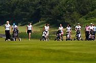 28-05-2016 Foto's van de kruisfinales in de hoofdklasse van de NGF Competitie 2016.<br /> Foto: Uitgespeelde teams Princenbosch en De Pan volgen de nog spelende teams. Genomen tijdens Finaleweekend NGF Hoofdklasse 2016 bij Goyer Golf & Country Club in Eemnes, Nederland.