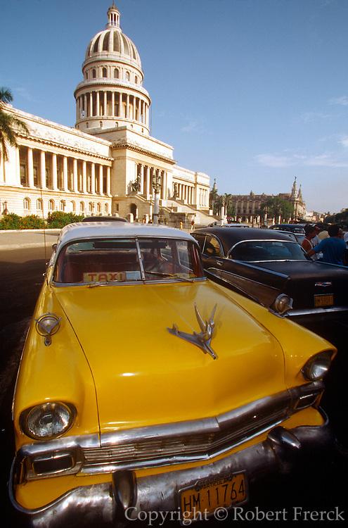 CUBA, CENTRO HAVANA Capitolio Nacional and vintage car