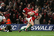 Shane Williams of Wales runs in to score his try. RBS Six nations championship 2010, Wales v France at the Millennium Stadium in Cardiff on Friday 26th Feb 2010. picture by Andrew Orchard