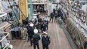 Zlot żaglowców w Gdyni. Marynarze na pokładzie żaglowca STS Kruzersztern