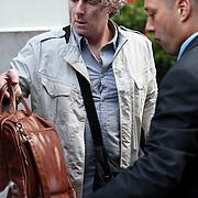 NLD/Amsterdam/20070913 - The Police in Amsterdam, bandleden e.d. verlaten het hotel
