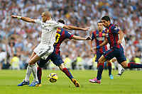 Real Madrid´s Pepe (L) and Barcelona´s Leo Messi and Luis Suarez (R) during La Liga match between Real Madrid and F.C. Barcelona in Santiago Bernabeu stadium in Madrid, Spain. October 25, 2014. (ALTERPHOTOS/Victor Blanco)