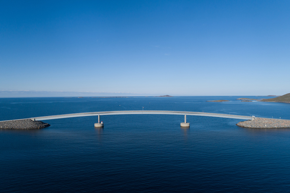 Linesøybrua er ei stålkassebru på fylkesvei 34 fra Stokkøya til Linesøya i Åfjord kommune i Trøndelag. Den er 315 meter lang, har ei seglingshøyde på 16 meter, og gir Linesøya fastlandsforbindelse til Stokkøya.