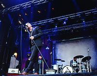 Janove Ottesen i Kaizers Orchestra under Sommerfesten 2013, dette var deres siste konsert i Møre og Romsdal.<br /> Foto: Svein Ove Ekornesvåg