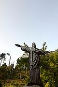 Sintra, de Monte da Lua (maanberg), is een magische, mysterieuze plaats waar mens en natuur in zodanig perfecte harmonie leven dat UNESCO het stadje op de werelderfgoedlijst heeft geplaatst.<br /> <br /> Sintra, the Monte da Lua (Moon Mountain), is a magical, mysterious place where people and nature live in such perfect harmony that UNESCO has placed the town on the World Heritage List.