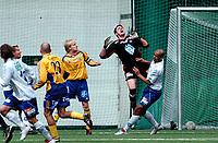 Fotball, treningskamp Molde - Sundsvall 2-2<br /> Den uheldinge situasjonen som førte til scoring for Sundsvall<br /> Foto: Carl-Erik Eriksson, Digitalspor