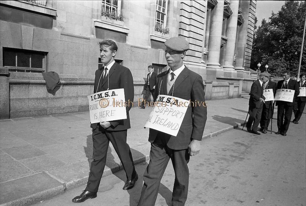 17/09/1968<br /> 09/17/1968<br /> 17 September 1968<br /> ICMSA pickets outside Government Buildings, Merrion Street, Dublin. Picture shows Irish Creamery Milk Suppliers Association pickets from Co. Meath, John fagan (right) and Brian MacConnell.