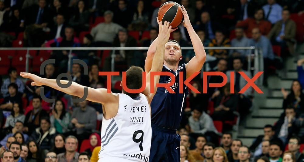 Anadolu Efes's Dusko Savanovic (R) during their Turkish Airlines Euroleague Basketball Game 10 match Anadolu Efes between Real Madrid at the Abdi ipekci Arena in Istanbul, Turkey, Thursday, December 19, 2013. Photo by Aykut AKICI/TURKPIX