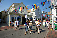 UNITED STATES-CAPE COD-PROVINCETOWN-Tourists  PHOTO: GERRIT DE HEUS..VS-CAPE COD-PROVINCETOWN-Toeristen in de hoofdstraat. PHOTO  GERRIT DE HEUS