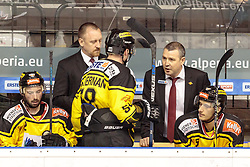 21.03.2017, Eiswelle, Bozen, ITA, EBEL, HCB Suedtirol Alperia vs UPC Vienna Capitals, Playoff, Halbfinale, 4. Spiel, im Bild Ryan Connor McKiernan (Vienna Capitals), Trainer Serge Aubin (Vienna Capitals), Dominic Hackl (Vienna Capitals) // during the Erste Bank Icehockey League, playoff semifinal 4th match between HCB Suedtirol Alperia and UPC Vienna Capitals at the Eiswelle in Bozen, Italy on 2017/03/21. EXPA Pictures © 2017, PhotoCredit: EXPA/ Johann Groder