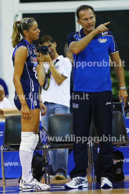 NOEMI SIGNORILE CON PAOLO TOFOLI<br /> ITALIA - OLANDA<br /> AMICHEVOLE NAZIONALE FEMMINILE VOLLEY<br /> JESOLO (VE) 26-07-2013<br /> FOTO FILIPPO RUBIN