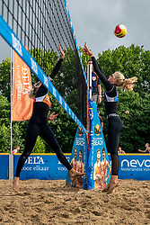 Brecht Piersma, Sanne Keizer in action. From July 1, competition in the Netherlands may be played again for the first time since the start of the corona pandemic. Nevobo and Sportworx, the organizer of the DELA Eredivisie Beach volleyball, are taking this opportunity with both hands. At sunrise, Wednesday exactly at 5.24 a.m., the first whistle will sound for the DELA Eredivisie opening tournament in Zaandam on 1 July 2020 in Zaandam.