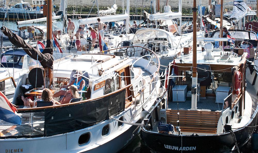 VLIELAND - De jachthaven van Vlieland is  vol. COPYRIGHT KOEN SUYK