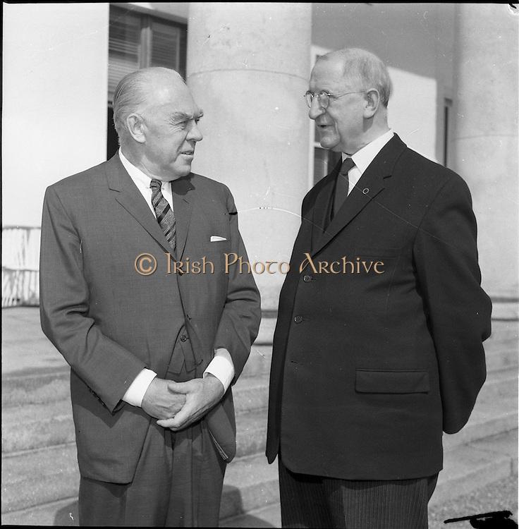 02/08/1962<br /> 08/02/1962<br /> 02 August 1962<br /> Ambassador Oil Co. representatives at Aras an Uachtarain.<br /> Picture shows Mr F. Kirk Johnston, (left) Chairman of Ambassador Oil Corporation and President of Ambassador Irish Oil Co., chats with President Eamon de Valera.