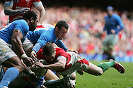 Shane Williams of Wales dives in to score his try. RBS Six nations championship 2010, Wales v Italy at the Millennium Stadium in Cardiff  on Sat 20th March 2010. pic by Andrew Orchard, Andrew Orchard sports photography,