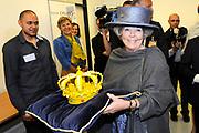 Streekbezoek Koningin Beatrix aan Flevoland.<br /> <br />  Koningin Beatrix ontvangt dinsdag uit handen van student Fabian Joemoembaks van de Creative Campus in Almere een kroon vervaardigd middels een 3D printer.