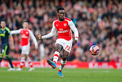 Danny Welbeck of Arsenal shoots - Photo mandatory by-line: Rogan Thomson/JMP - 07966 386802 - 15/02/2015 - SPORT - FOOTBALL - London, England - Emirates Stadium - Arsenal v Middlesbrough - FA Cup Fifth Round Proper.