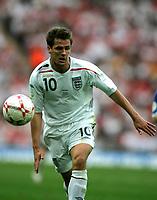 Photo: Tom Dulat.<br /> England v Estonia. UEFA European Championships Qualifying. 13/10/2007.<br /> Michael Owen of England with the ball.