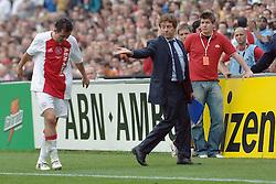 07-05-2006 VOETBAL: FINALE GATORADE CUP: AJAX - PSV: ROTTERDAM<br /> Tomas Galasek krijgt rood<br /> ©2006-WWW.FOTOHOOGENDOORN.NL