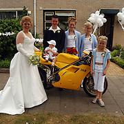 Huwelijk georganiseerd door Stichting Opkikker Fam. Vos Draaikom 114 Huizen