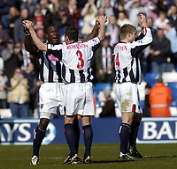 Fotball<br /> Premier League 2004/05<br /> West Bromwich v Birmingham<br /> 6. mars 2005<br /> Foto: Digitalsport<br /> NORWAY ONLY<br /> West Brom's Kevin Campbell (L), scorer of his team's second goal, celebrates a 2-0 win over local rivals Birmingham with Paul Robinson (#3)