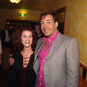 Uitreiking populariteitsprijs 2002, Anatevka Bos en Gerard Joling