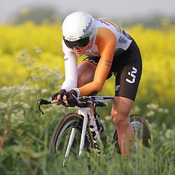 CYCLING 's-Heerenhoek: De eerste tijdrit voor vrouwen in het kader van de tijdritcompetitie werd verreden voorafgaand aan de omloop van Borsele. Thalita de Jong
